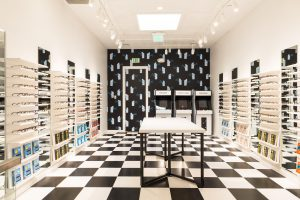 how retailer warby Parker compete with amazon,